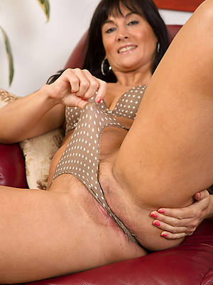 free pics of hot of age cameltoe