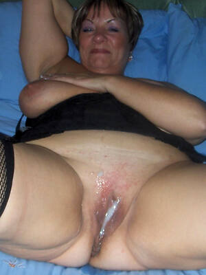 matured mom creampie displaying her pussy