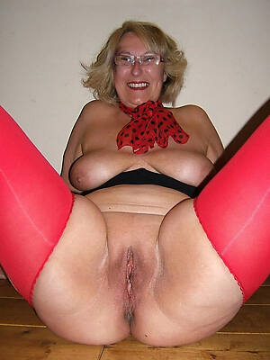 busty old women displaying her pussy