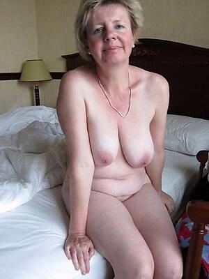 busty mature amateur nude pics