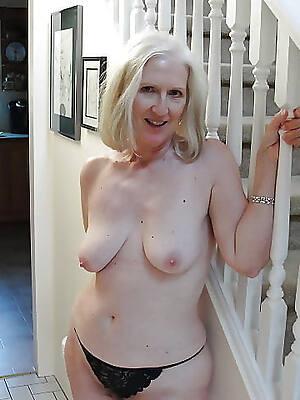 amateur mature striptease pictures