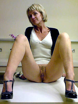 old mature moms pictures