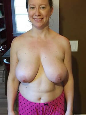 free pics of amateur mature lady naked