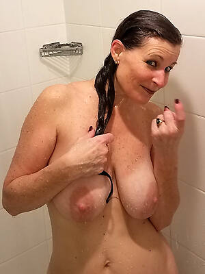 mature women in make an issue of shower free porn gallery