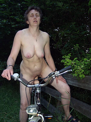 petite grown-up nude outdoors