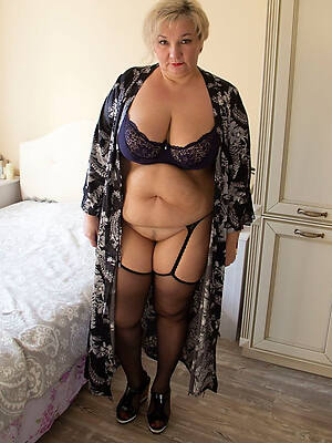fat mature girls displaying their way pussy