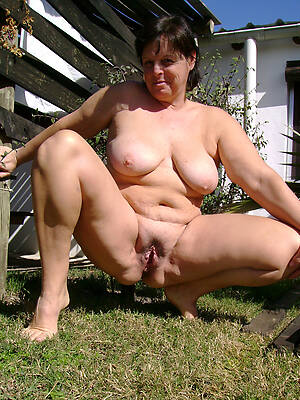 naked women unique displaying her pussy