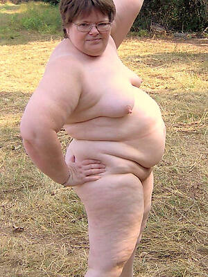 older thick women posing nude