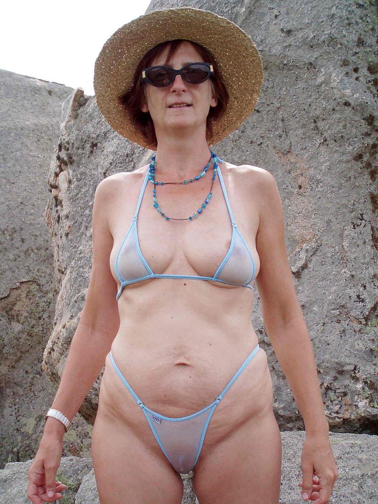 Milf pics bikini Bikini MILFs