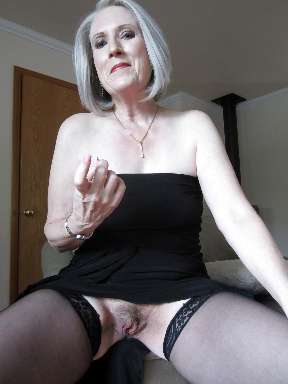 Mature Upskirt No Panties