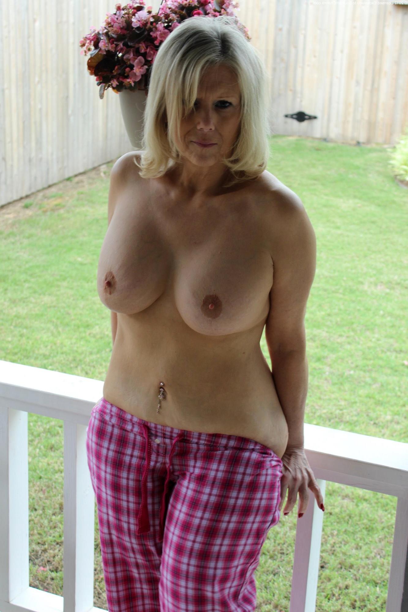 Outdoor porno mature Outdoor: 5,114